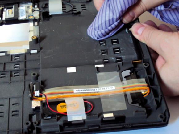 vệ sinh laptop các lỗ thông hơi